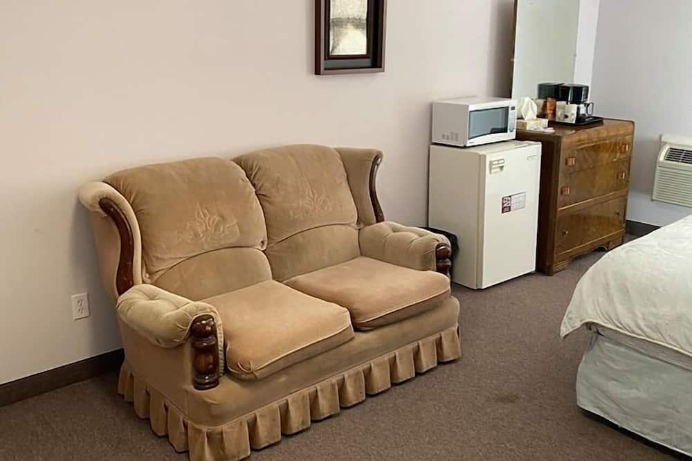 Basic Single Room, Non Smoking - Living Area