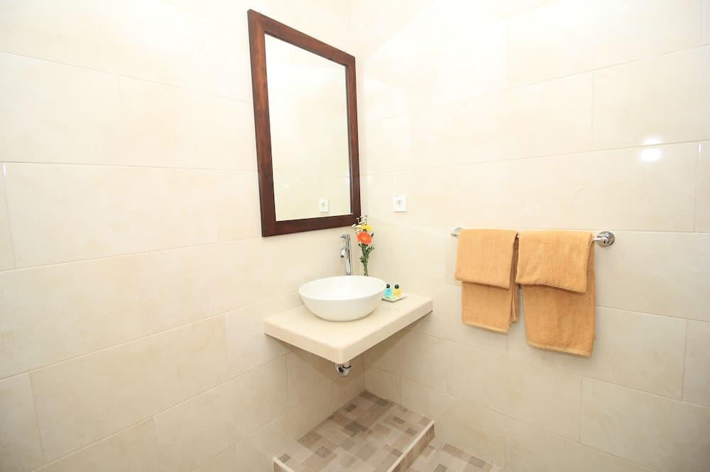 Deluxe Double Room, Balcony - Bathroom Sink