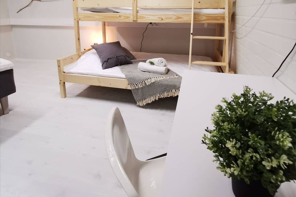 6 Person Room (Hostel, Shared Bathroom) - Kamer