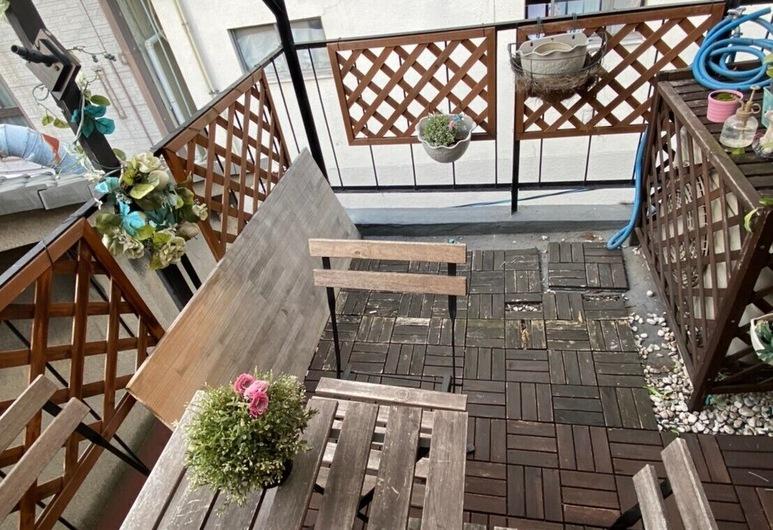 Osaka Nipponbashi Family House, Osaka