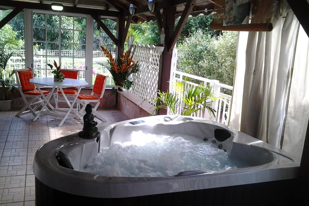 Premium Villa - Private spa tub