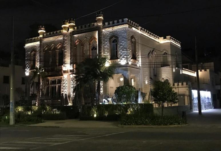 GALA Hotel Boutique, Гвадалахара, Фасад отеля вечером/ночью