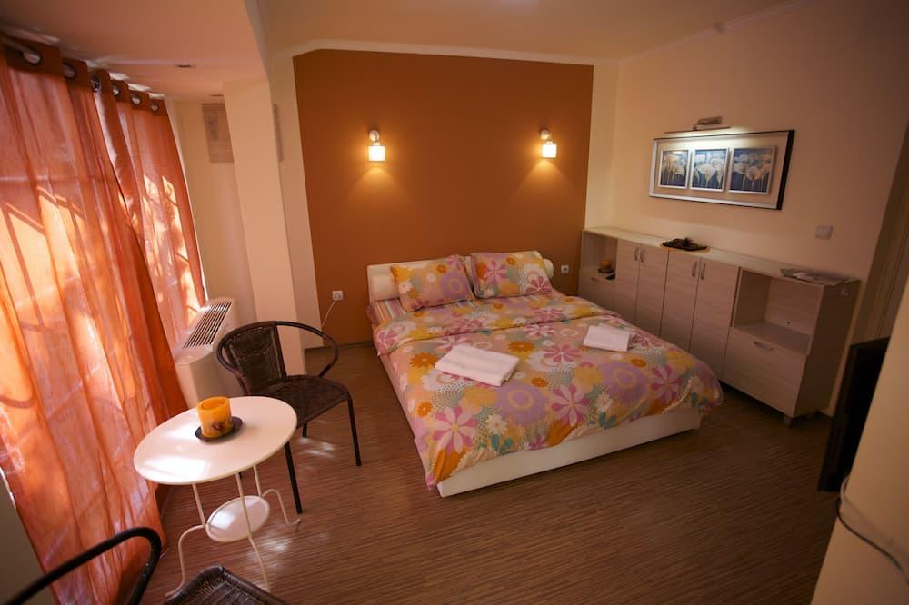 סטודיו בייסיק, מיטה זוגית, נוף לבריכה - חדר