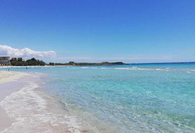 Coast to coast Salento sea rooms, Porto Cesareo, Strand