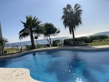 Фото Apartment Aguamarina on the beach front в в Михасе