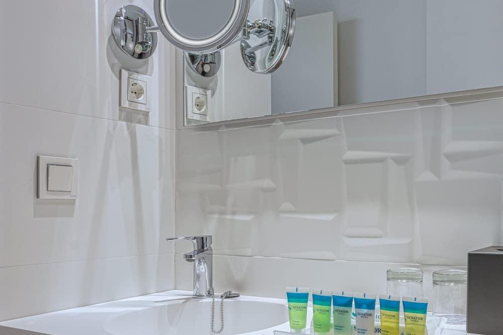 Double Room Single Use (1 adult and 1 kid) - Bathroom
