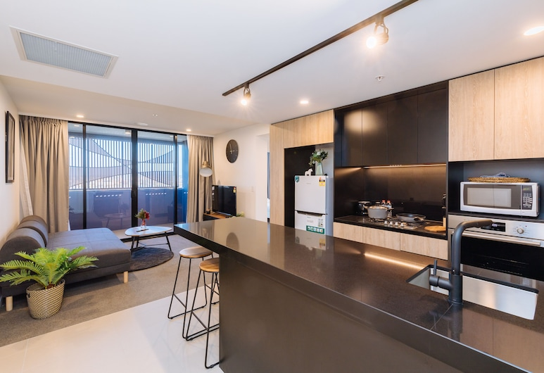 Airtrip Apartments on Deshon St, Woolloongabba, 1407, Living Area