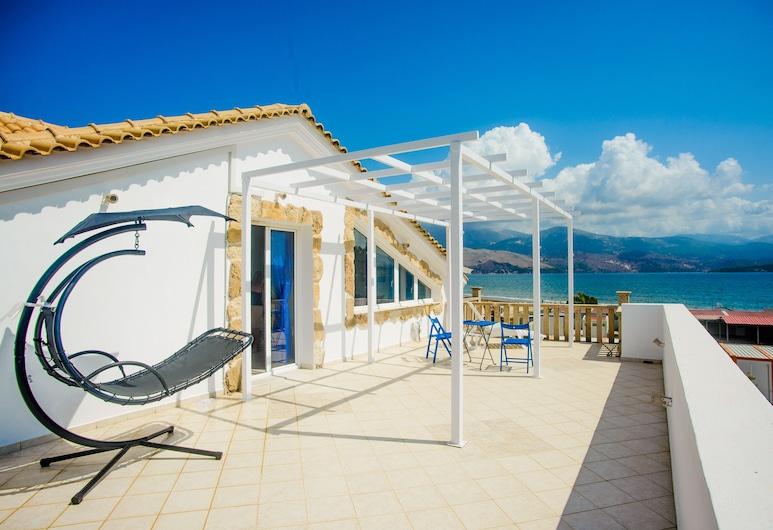 Xenia Ionis Luxury Concept Apartments, Kefalonia, Studio Deluks (Xenia), Teras/Patio