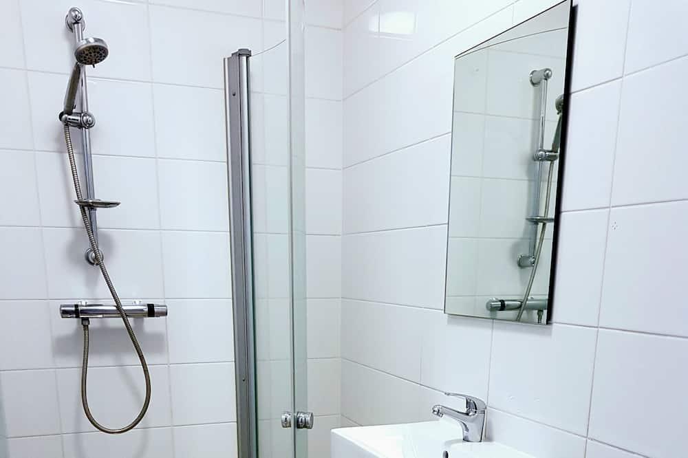 Chambre Familiale, salle de bains commune - Salle de bain