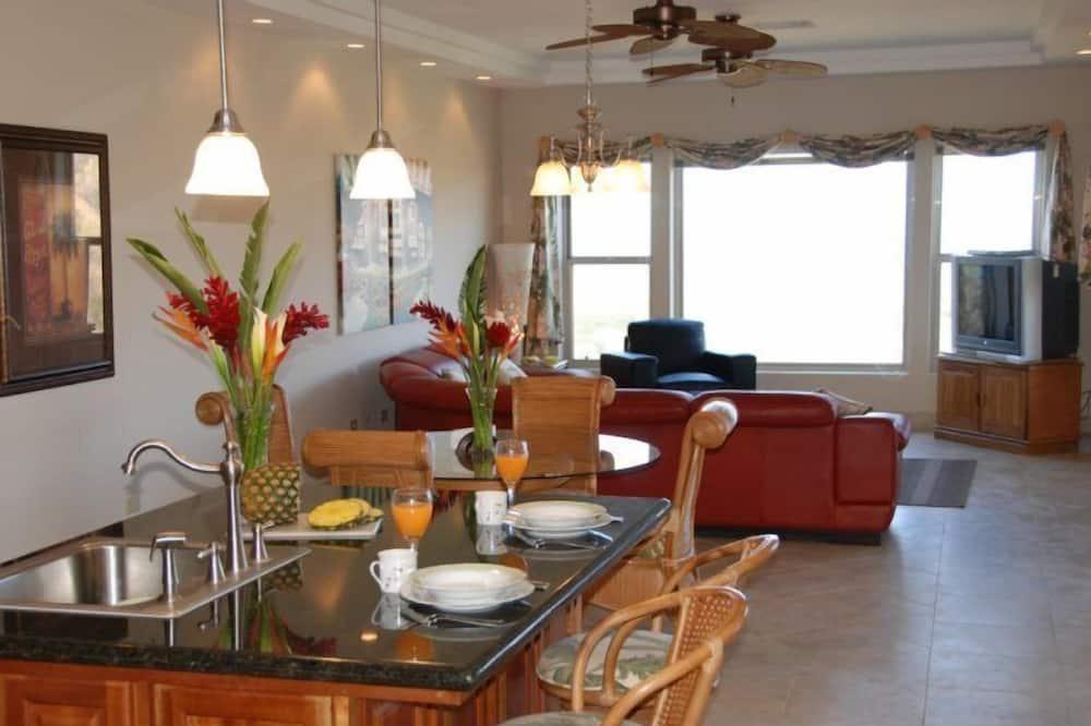 Biệt thự Cao cấp, 3 phòng ngủ, Hồ bơi riêng, Quang cảnh biển - Ăn uống tại phòng