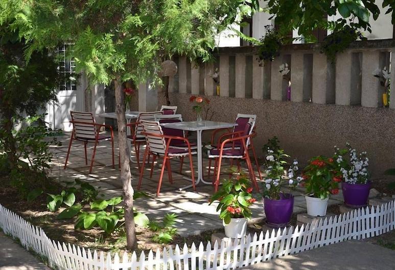Get Inn Hostel Skopje, Skopje, Jardín