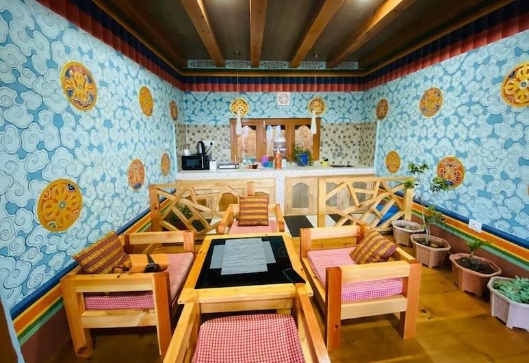 Paro Village View Home Stay, Paro, Sitzecke in der Lobby