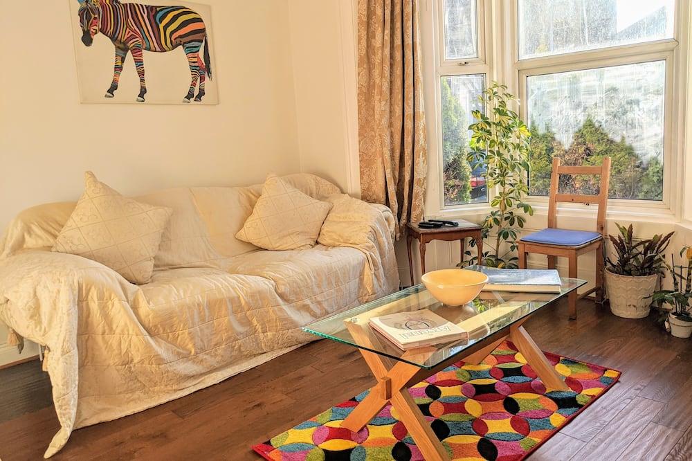 Deluxe House, 6 Bedrooms - Living Room