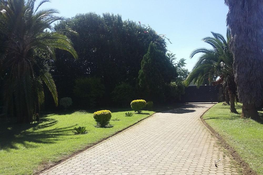 Стандартний номер - З видом на сад