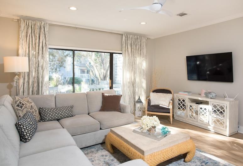 New Listing! Designer End Unit W/ Pools & Tennis 2 Bedroom Townhouse, Χίλτον Χεντ Άιλαντ, Σπίτι σε Συγκρότημα Κατοικιών, 2 Υπνοδωμάτια, Καθιστικό