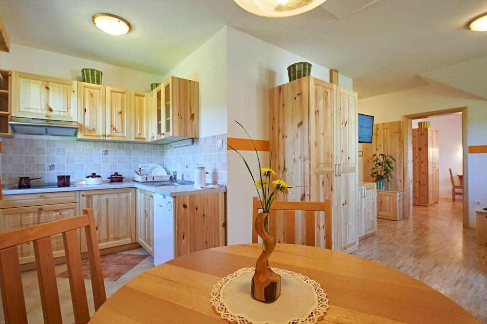 Apartment, 1 Bedroom (Skrlatno Jabolko) - In-Room Dining