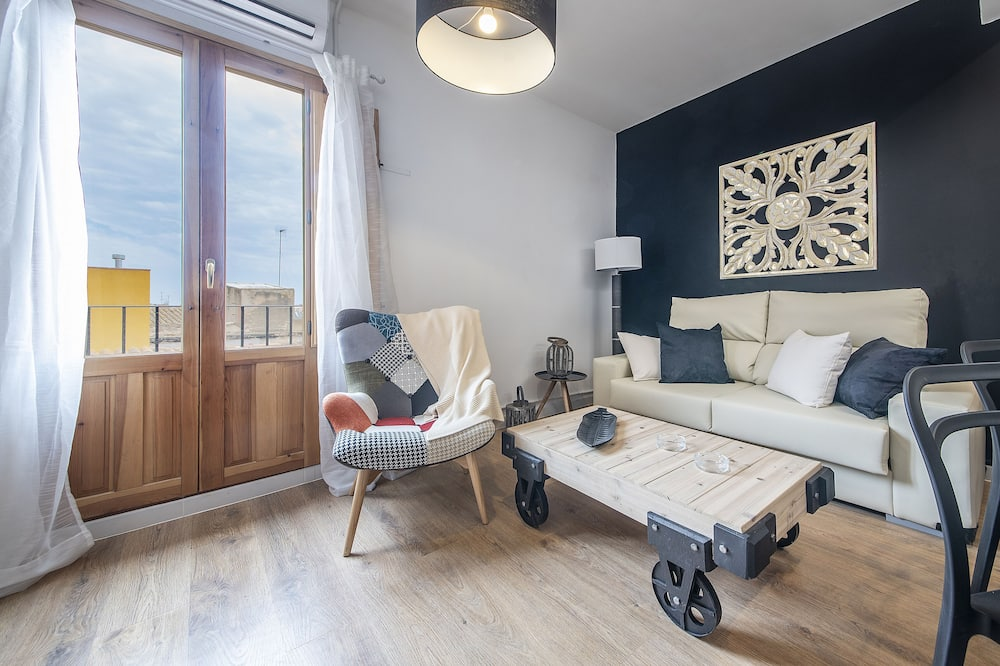 Apartment, 3 Bedrooms (3) - Living Area