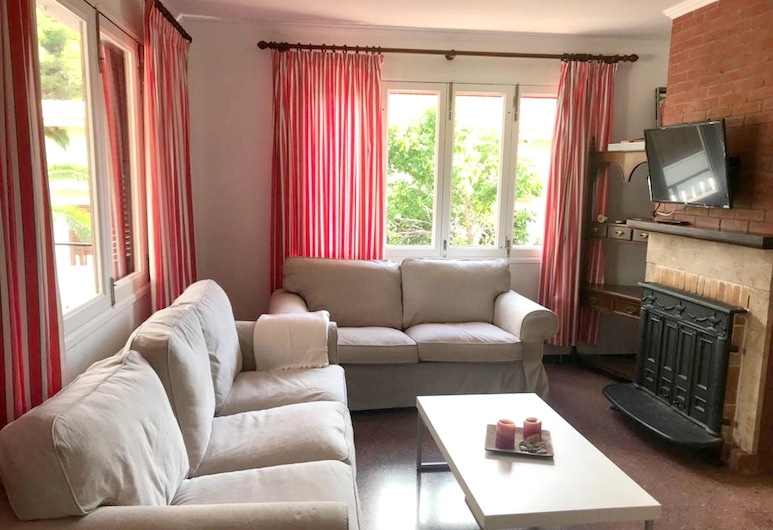 Apartment With 3 Bedrooms in Font de Sa Cala, With Shared Pool, Terrace and Wifi - 4 km From the Beach, Capdepera, Nappali