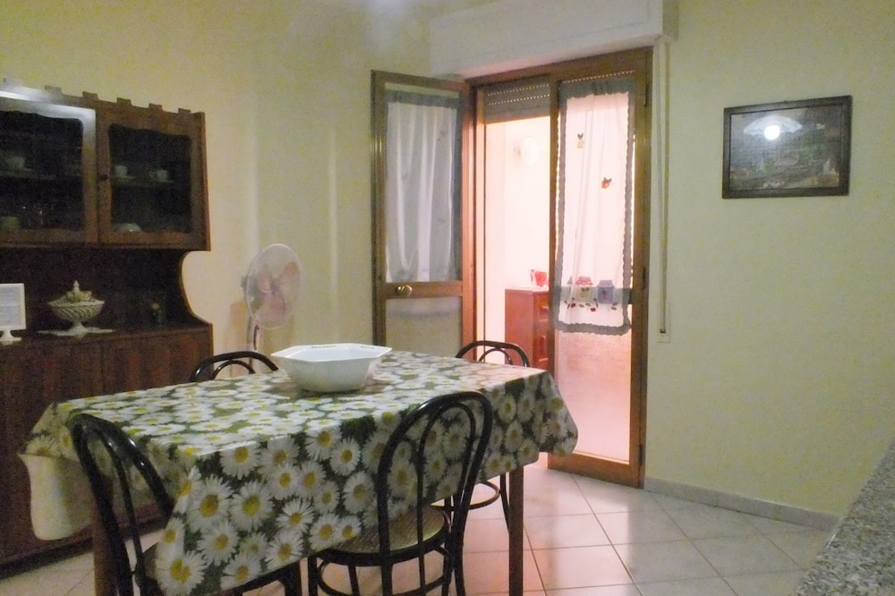Classic Apartment, 1 Bedroom (3 Adults) - Living Area