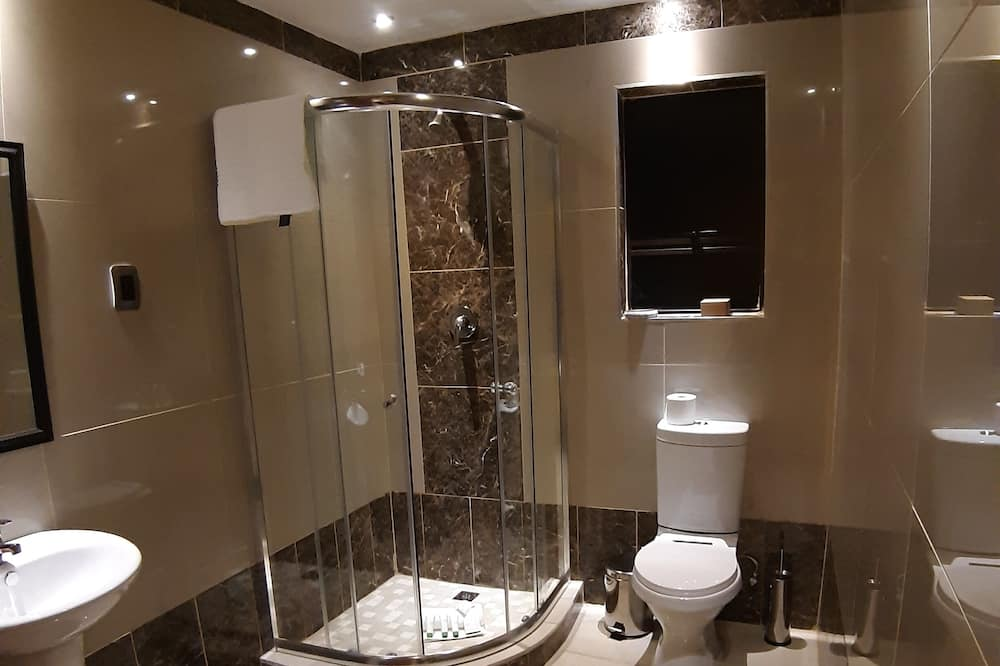 Zimmer (Queen with Bath & Shower) - Badezimmer