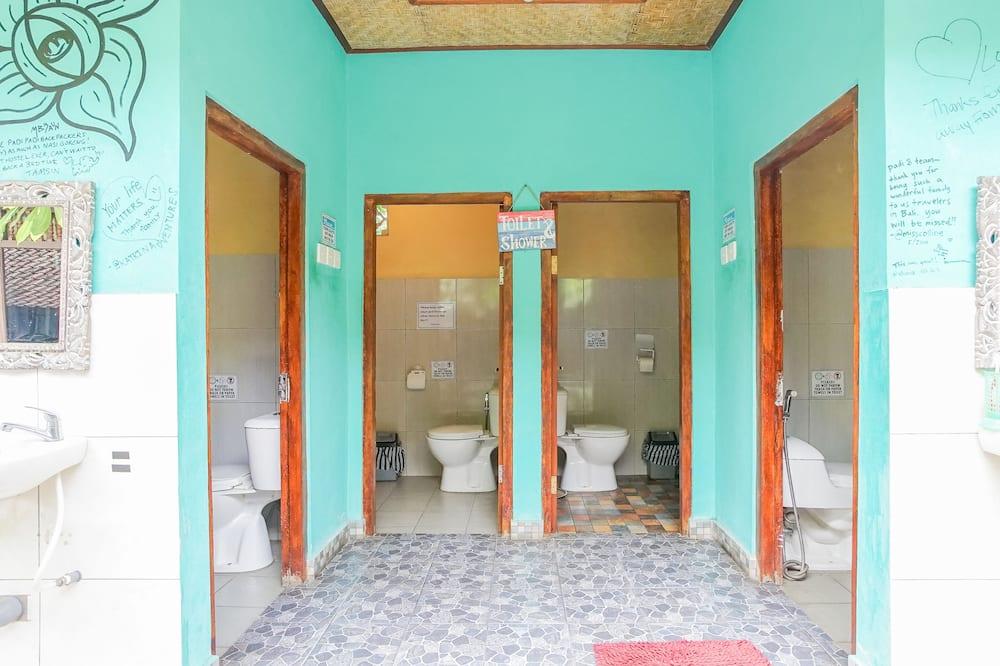Standard 4-Bed Mixed Dormitory Room - Bathroom