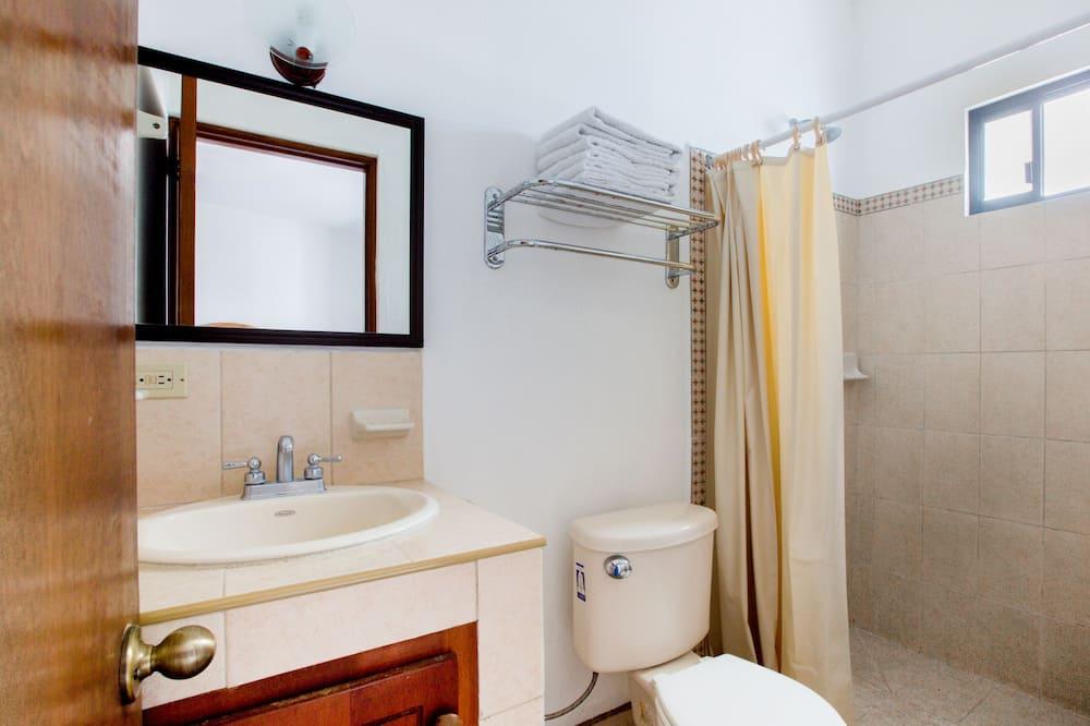 Standard Room, Multiple Beds - Bathroom