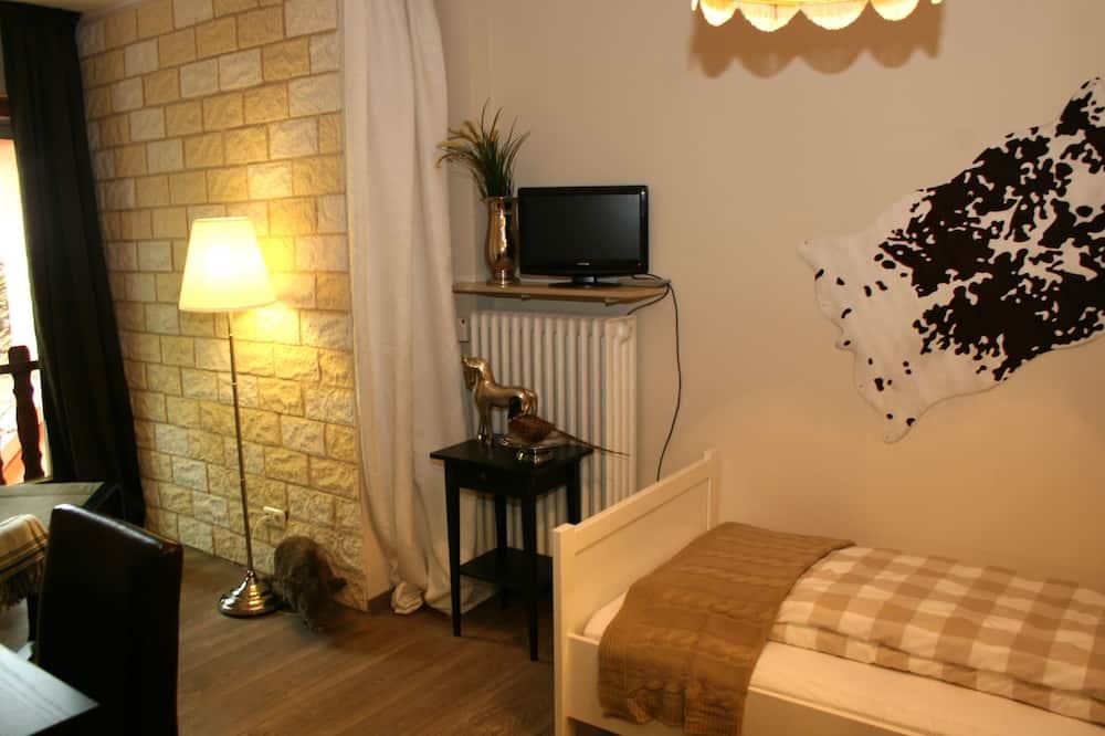 غرفة فردية بتصميم مميز - منطقة المعيشة