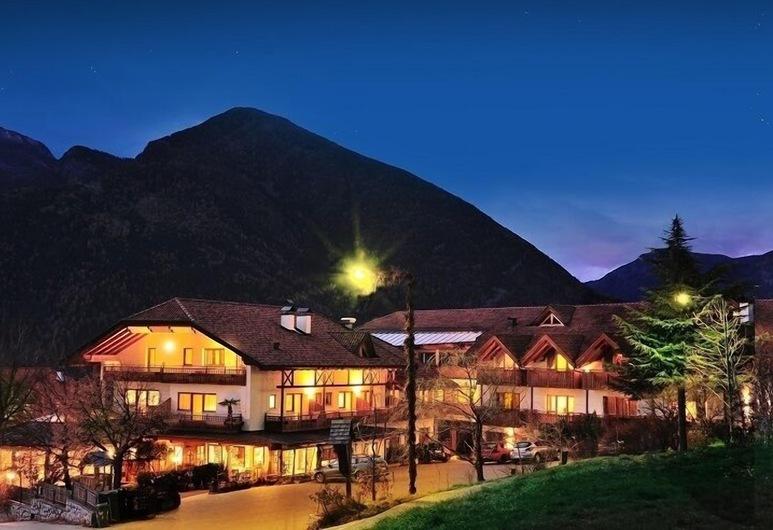 Hotel Hochrain, Naz Sciaves, Hotel Front – Evening/Night