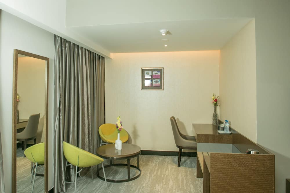 Premium Twin Room - Living Area