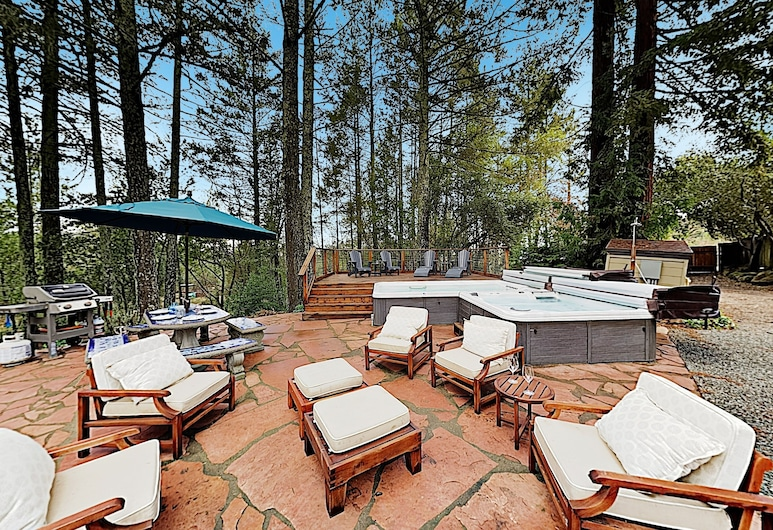 Luxe Vineyard-view Hideaway W/ Swim Spa & Hot Tub 3 Bedroom Home, Glen Ellen, Maja, 3 magamistoaga, Rõdu