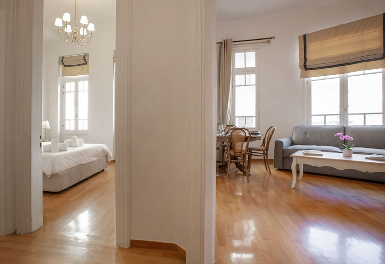 Neoclassical Apartment close to Syntagma - Plaka by GHH, Athens, Apartment, 2 Bedrooms, Terrace, Ruang Tamu