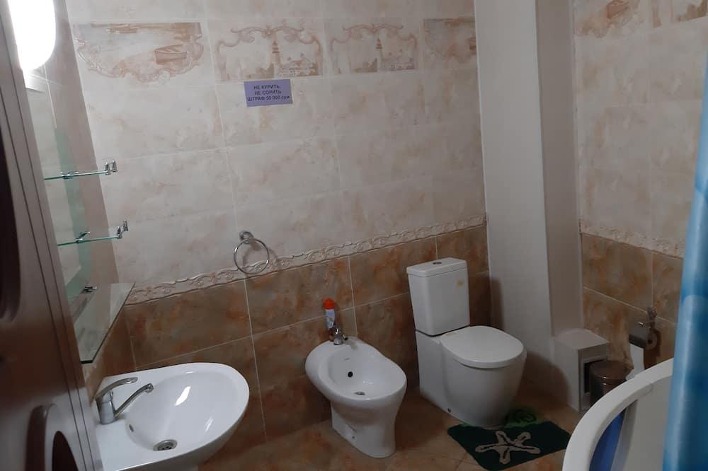 Trivietis kambarys šeimai, atskiras vonios kambarys - Vonios kambarys