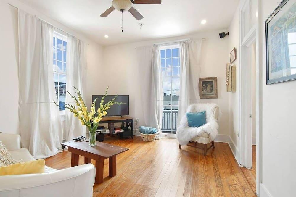 Stylish Freret Street Loft with Balcony - Living Room