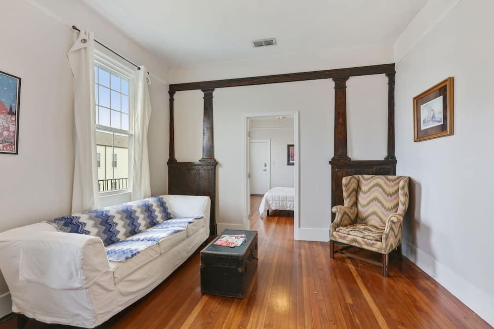 Huge 3BR on Freret St w/ Parking - Living Room