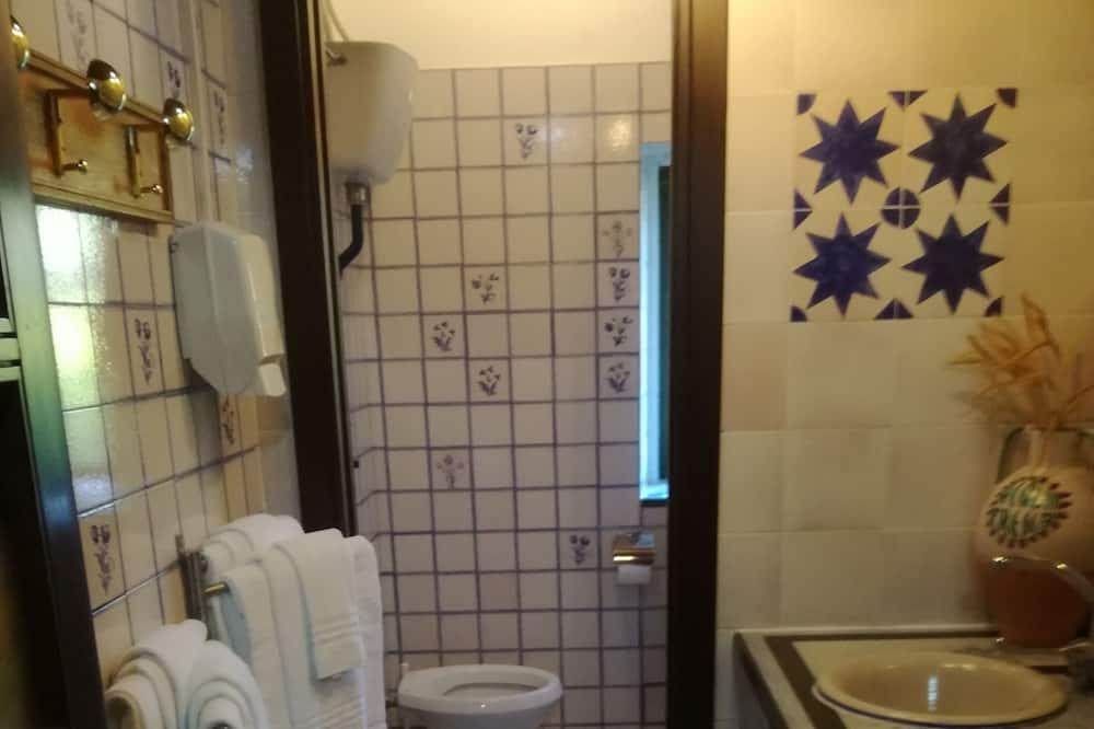 Standard-Vierbettzimmer - Badezimmer