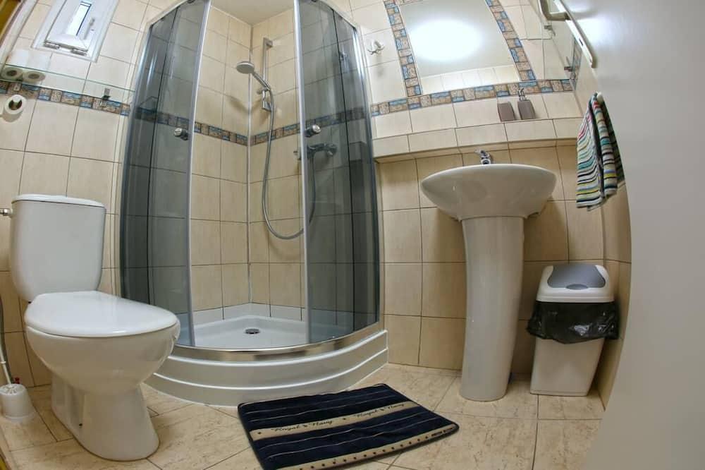 Classic Quadruple Room, Ensuite, River View - Bathroom
