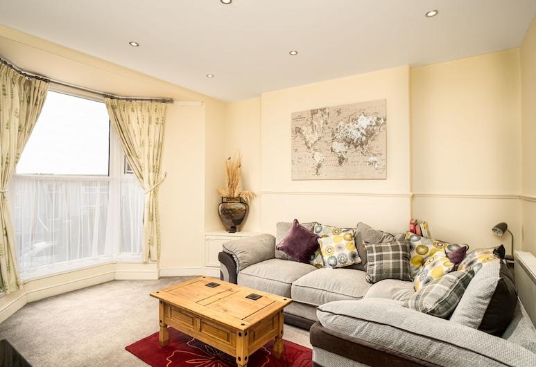 Coastal City Rooms - Centre, Swansea, Superior Apartment, Private Bathroom, Garden View (Central City Apartment), Lounge