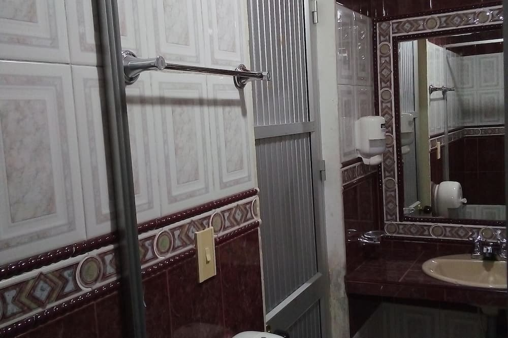 Phòng Suite truyền thống - Phòng tắm