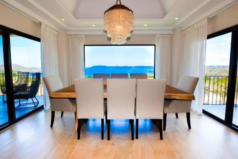 Apartamento de lujo, 2 habitaciones, acceso a la piscina, vistas al mar - Comida en la habitación