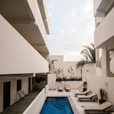 Modern New Condo! Rooftop Patio Access. Saltwater Pool. A/C