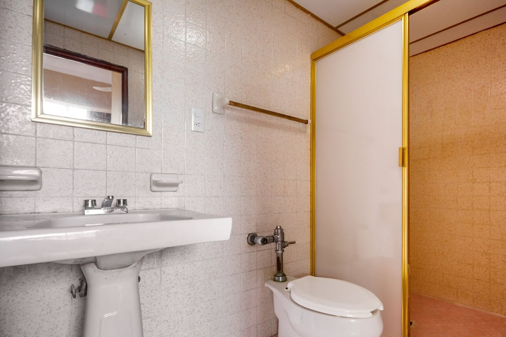 Standard Room, 2 Single Beds - Bathroom