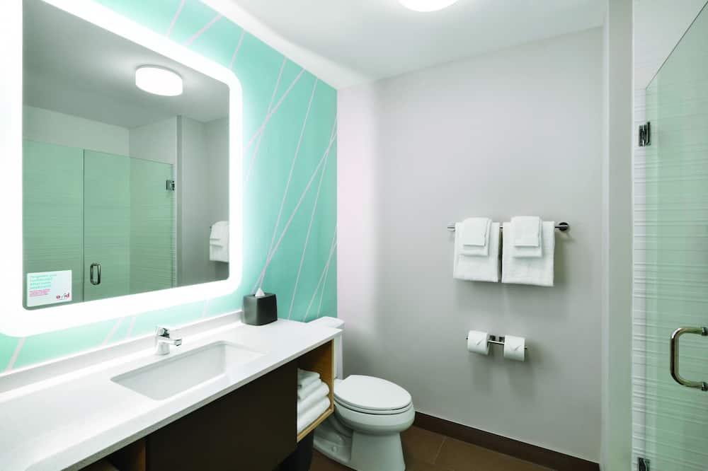 Номер, 2 двуспальные кровати «Квин-сайз», для людей с ограниченными возможностями (Mobil Tub) - Ванная комната