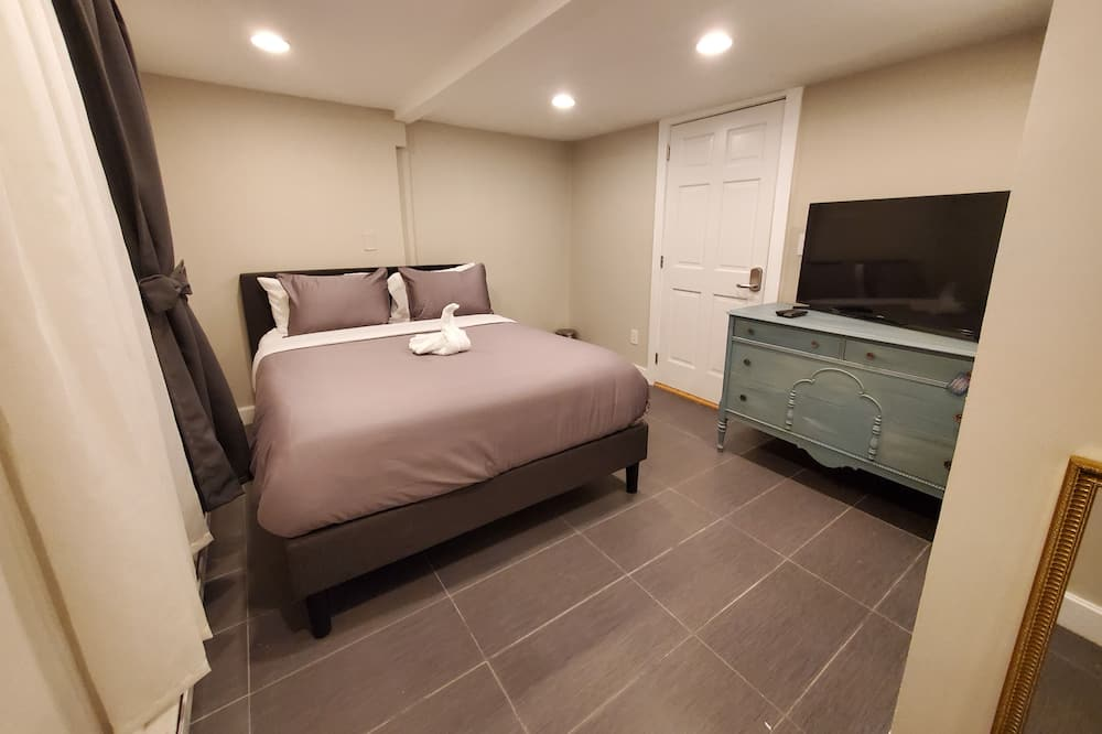Apartment, 1 Bedroom (2204) - Guest Room