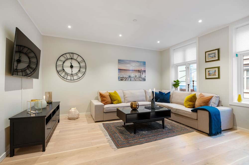3 bedroom apartment, 1st floor - Living Room