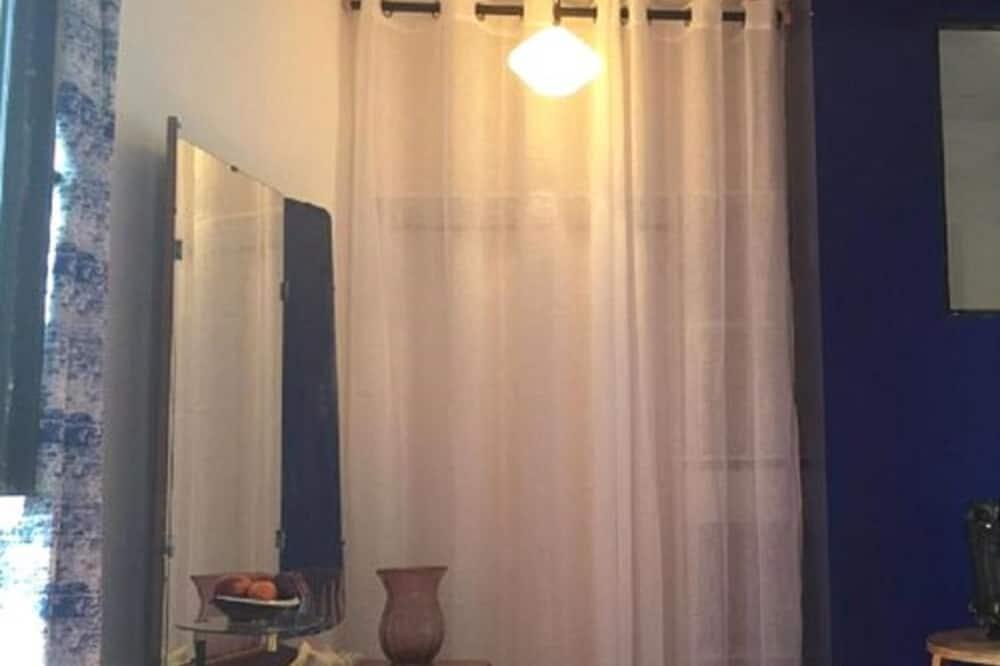 Tek Büyük Yataklı Oda - Banyo Duşu