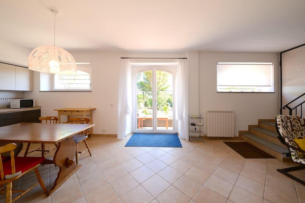 室内のダイニング