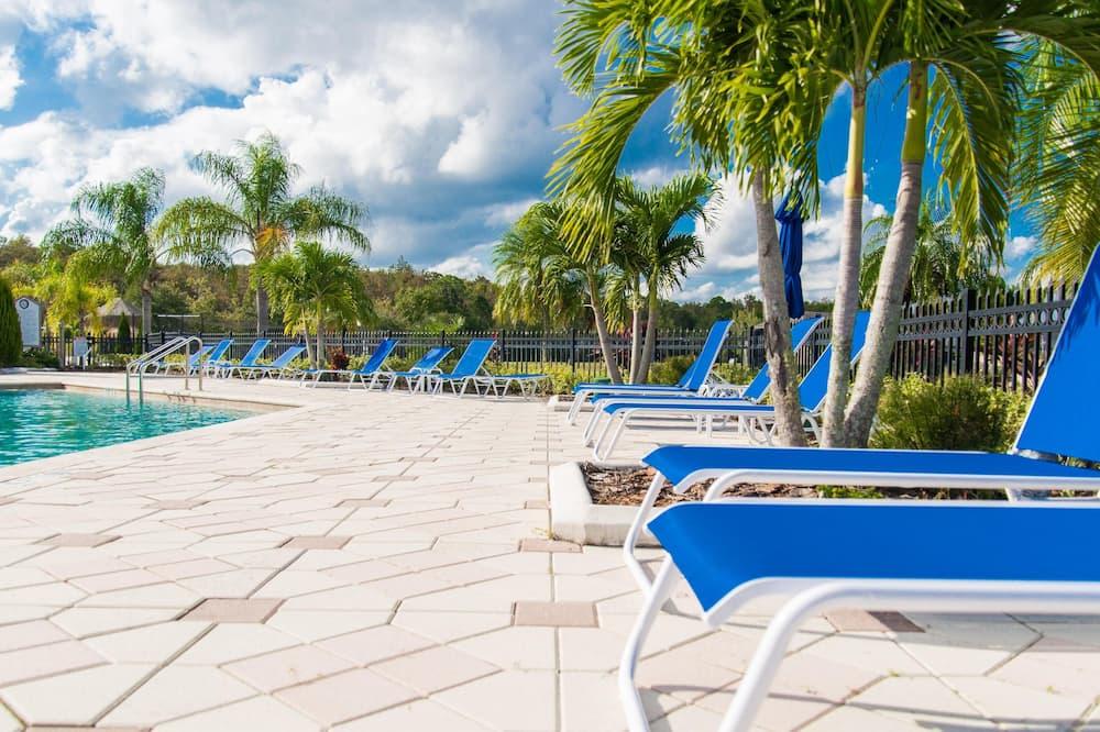 單棟房屋 (Trafalgar Resort community pool and G) - 泳池