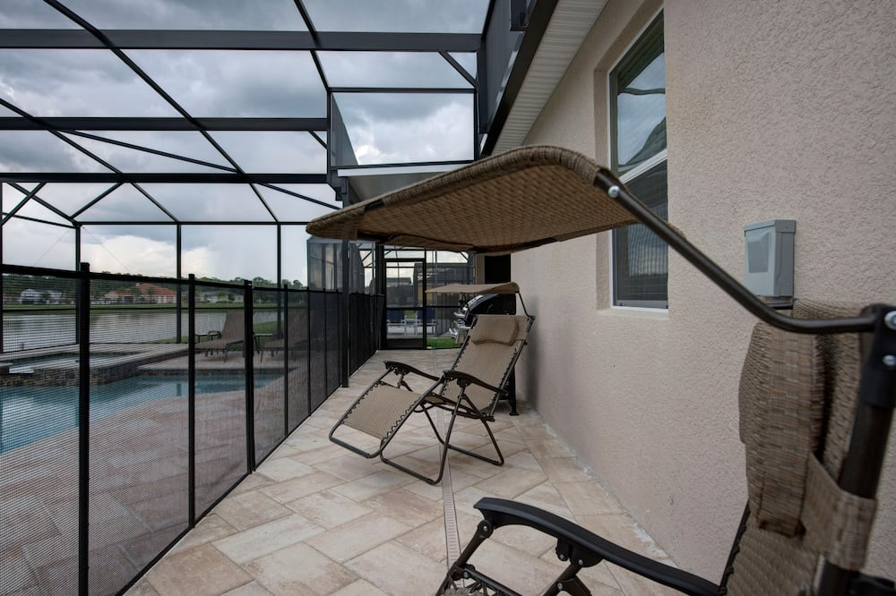 Rumah (Gated Community! Sparkling private po) - Balkon