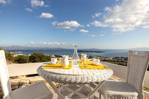 ドリオスパロスの景色を望む素晴らしい歴史的なキクラデス様式のヴィラ/