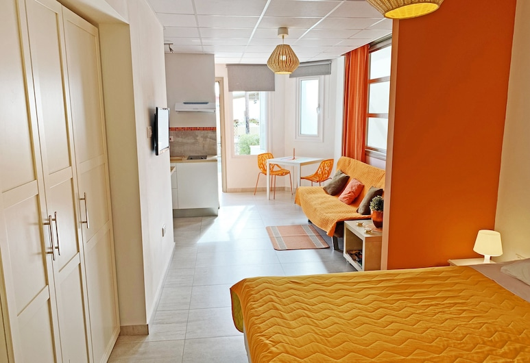 Rainbow Apartments, Ayia Napa, Studio – standard (Orange), Rom